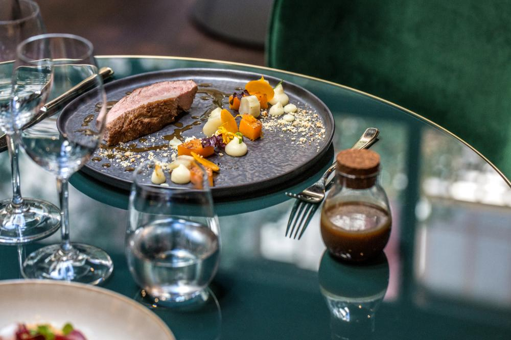 Le Roch Hotel & Spa Paris - Gallery - Restaurant - meat dish