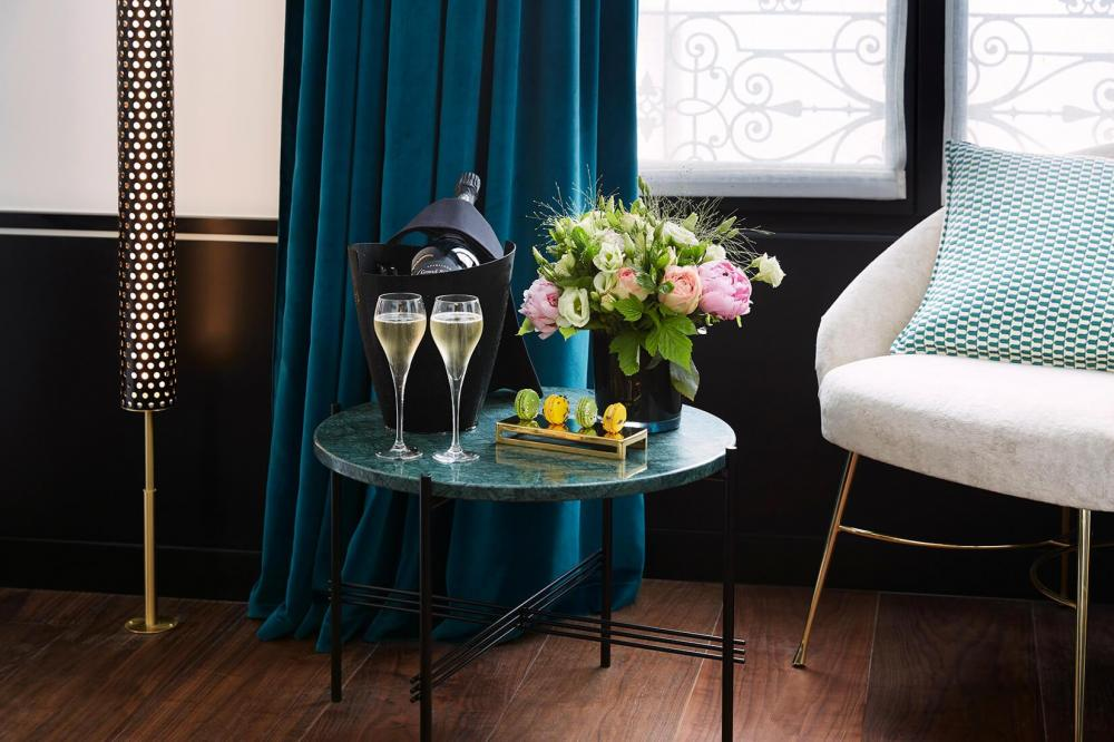 Le Roch Hotel & Spa Paris - Gallery - Champagne in room